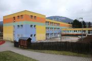 zadní část školy